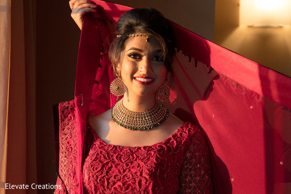 indian bride,getting ready,indian bridal fashion