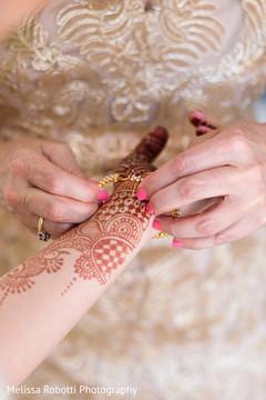 mehndi art,indian bridal mehndi,mehndi,bridal jewelry