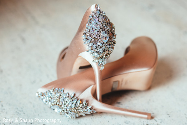 bridal shoes,bridal heels,indian bride shoes