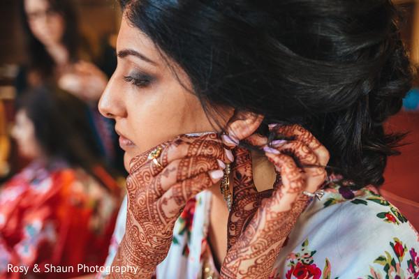 Maharani putting her earrings on