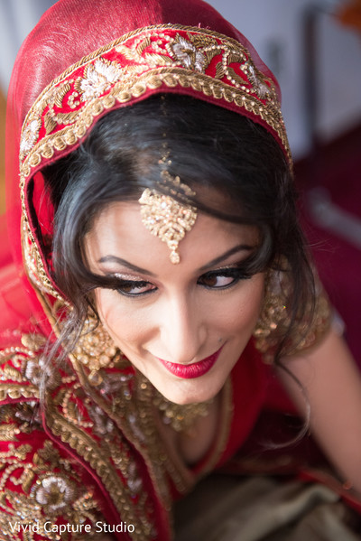 bridal tikka,indian bride hair and makeup,indian bride fashion
