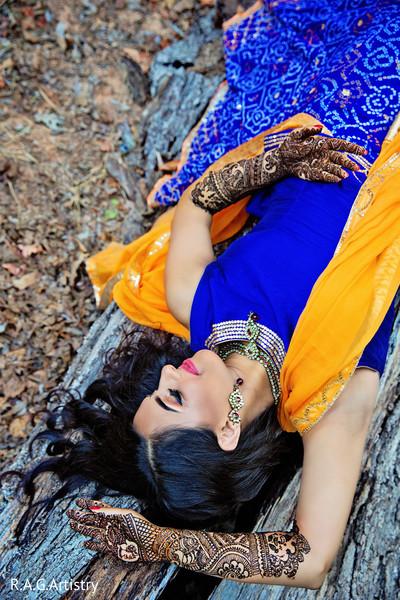 Astonishing indian bride displaying her mehndi art