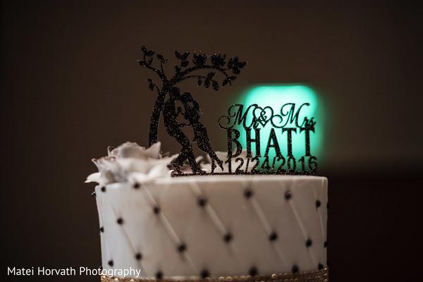 indian wedding reception,indian wedding cake,cake topper