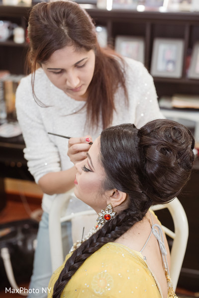 indian bride getting ready,indian bride hair and makeup,indian bride