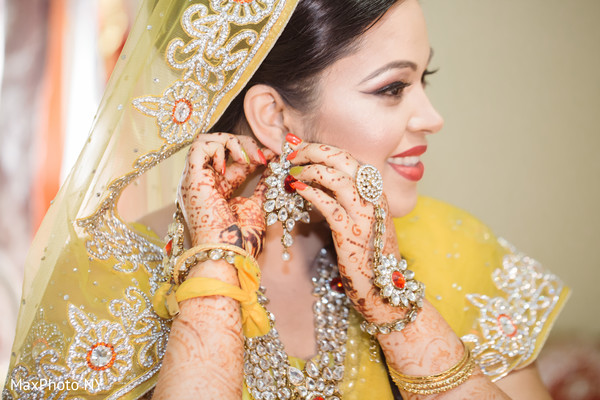 bridal jewelry,indian bride accessories,indian bride getting ready