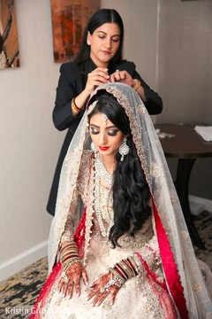 indian bride getting ready,indian bride hair and makeup,bridal fashion