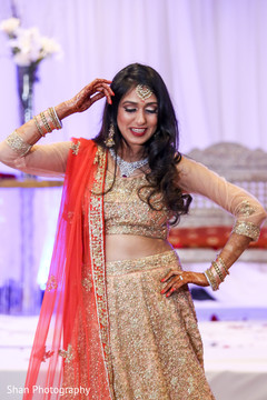 indian bride lengha,bridal tikka,bridal jewelry,indian wedding reception