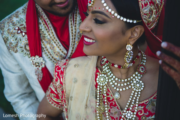 indian bride and groom,bridal jewelry,bridal tikka