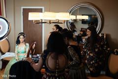indian bride getting ready,indian bride fashion
