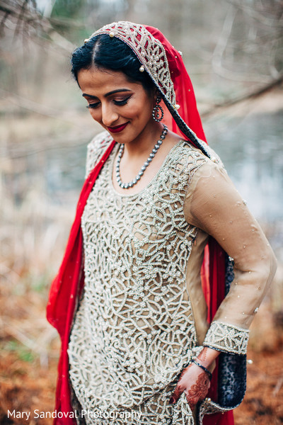 indian bride fashion,bridal jewelry,outdoor photography