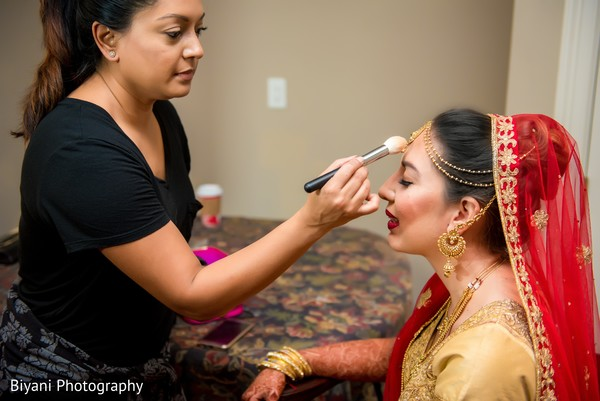 indian bride getting ready,indian bridal makeup,bridal jewelry