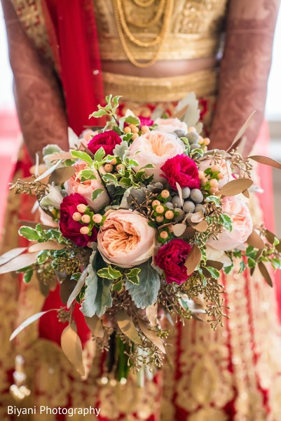 indian bridal bouquet,indian bride fashion