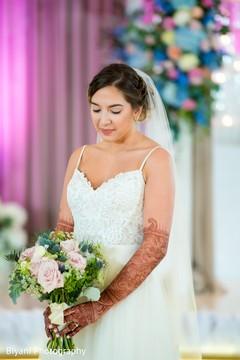 indian bridal bouquet,indian bride ceremony fashion,indian bride fashion
