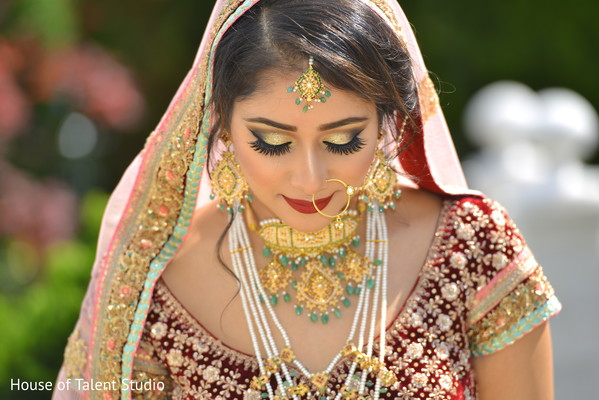 indian bride fashion,bridal tikka,bridal jewelry