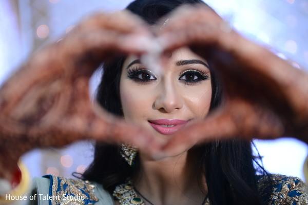 indian wedding reception,indian bridal makeup,indian bride reception fashion
