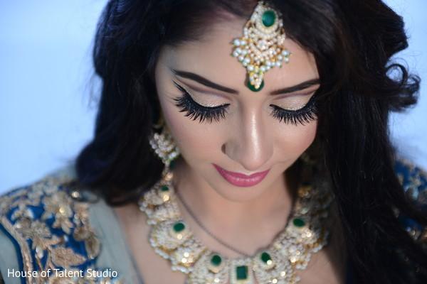 indian wedding reception,bridal jewelry,bridal tikka,indian bridal makeup