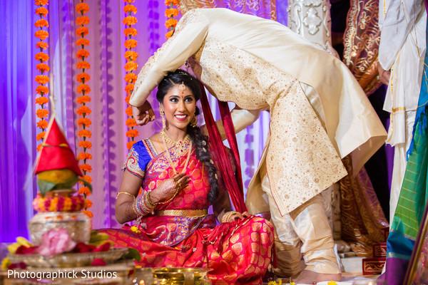 indian groom,indian bride,indian wedding ceremony,mangalasutra