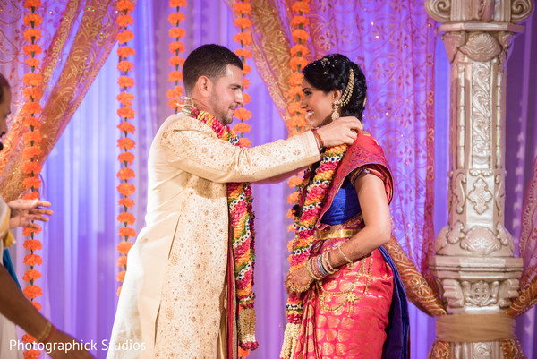 indian groom,indian bride,indian wedding ceremony,jaimaila