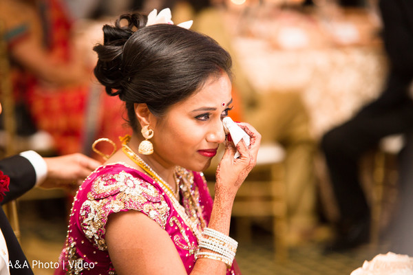 indian wedding reception,indian bride,wedding cake