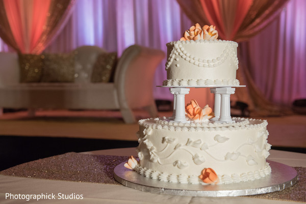 indian wedding reception,wedding cake