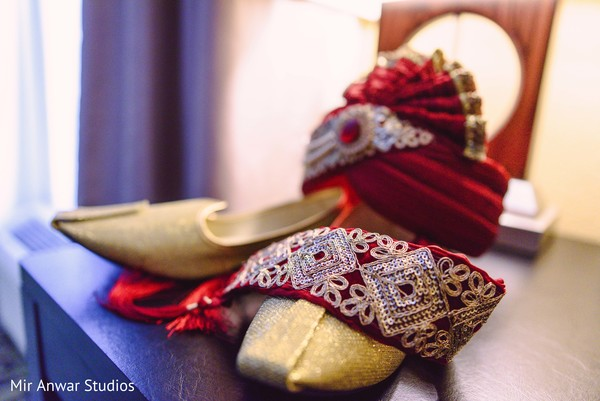 Indian groom's shoes and turban for wedding ceremony