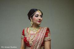 indian bride getting ready,indian bride fashion,bridal jewelry