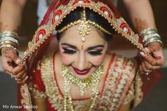 bridal tikka,bridal jewelry,indian bride fashion,indian bride getting ready