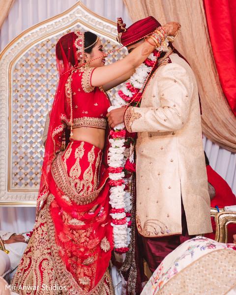 jai mala ceremony,indian wedding ceremony,indian bride and groom