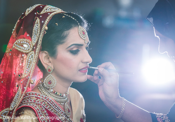getting ready,indian bride,hair and makeup,bridal jewelry