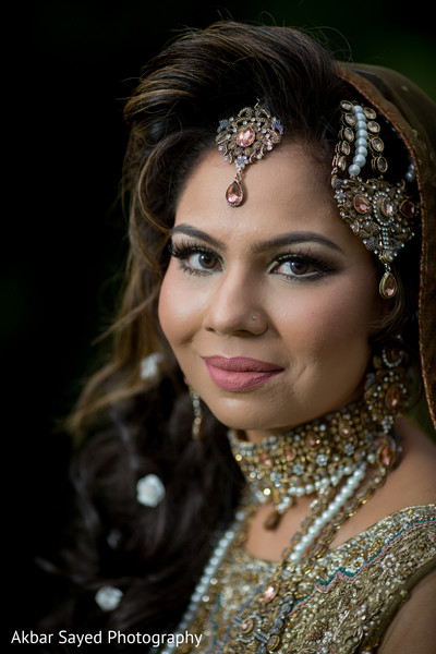 indian bride,indian bride hair and makeup,indian bride fashion,bridal jewelry
