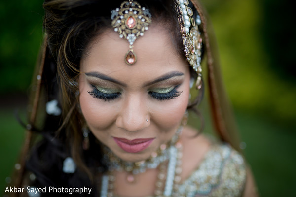 indian bride hair and makeup,bridal jewelry,bridal tikka