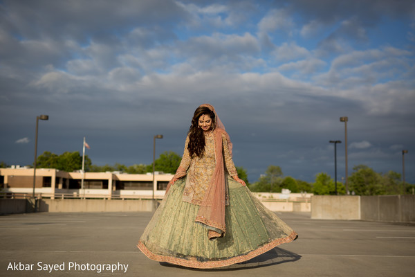 indian bride fashion,indian bride,outdoor photography