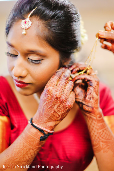 indian bride,indian bride getting ready,bridal jewelry