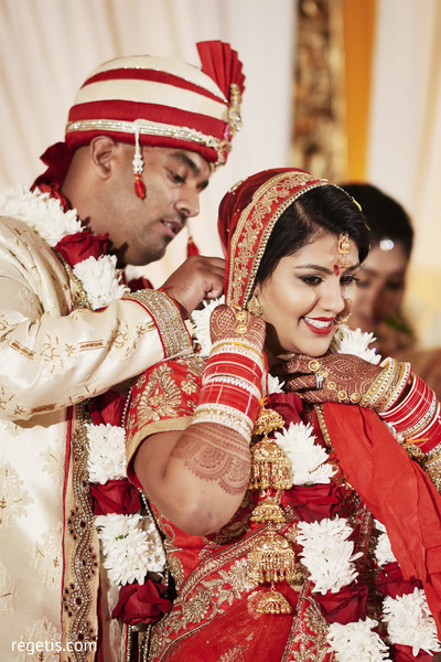 mangalasutra ritual,indian wedding ceremony,indian bride and groom,bridal jewelry