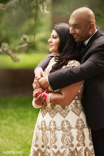 outdoor photography,indian bride and groom,bridal jewelry