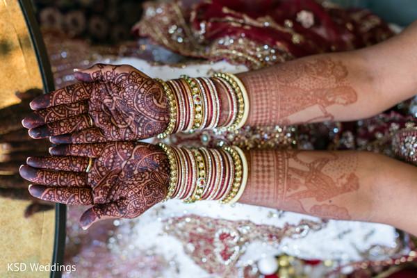 Jaw-dropping bridal henna design.