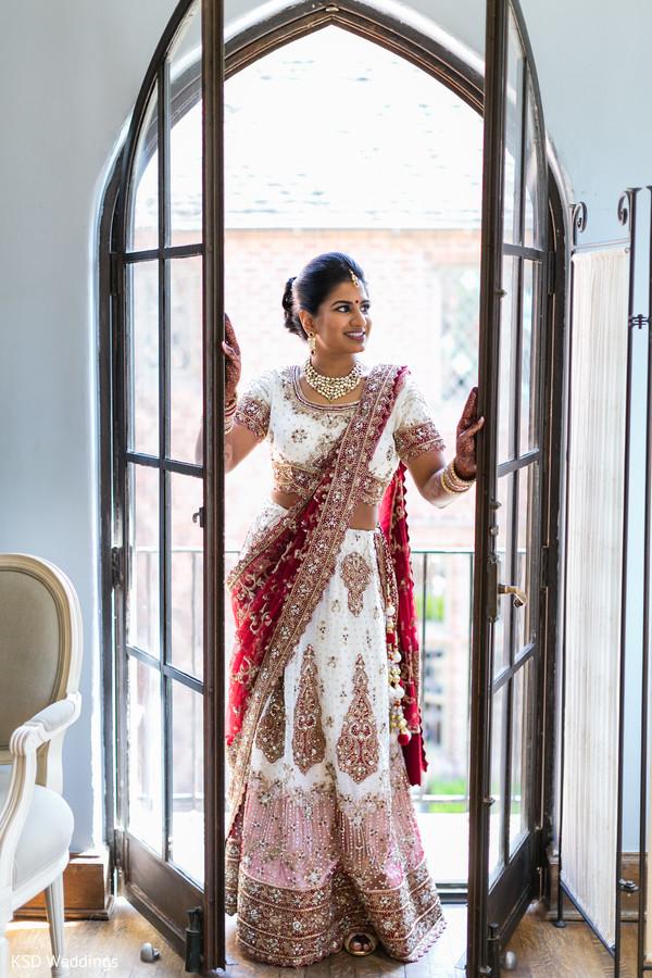 Mesmerizing Indian bride.