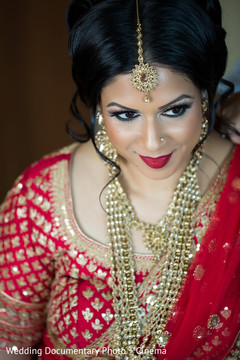 indian bride fashion,bridal jewelry,indian bride hair and makeup,bridal tikka