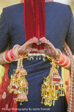 outdoor photography,indian bride,indian groom,indian bridal jewelry