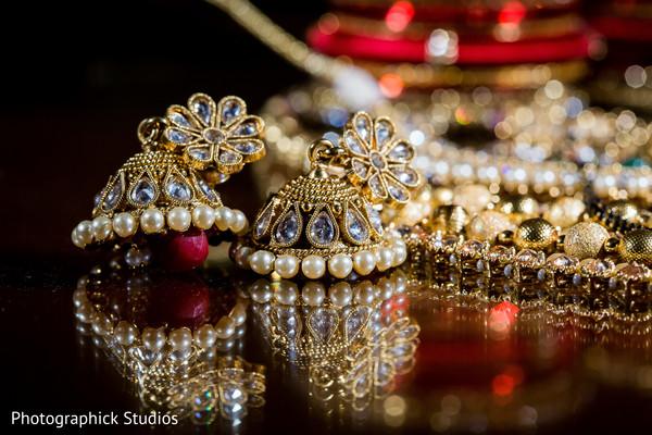 Exquisite kundan bridal jewelry.