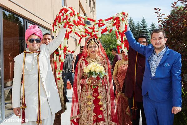 outdoor indian wedding,indian wedding fashion,indian bridal bouquet