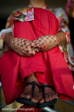 mehndi art,indian bride,indian bride getting ready