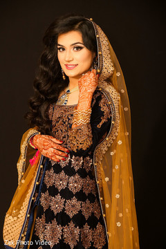 pakistani bride,pakistani wedding photography,pre-wedding fashion