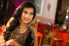 pakistani bride,pakistani wedding photography,pre-wedding fashion,portrait