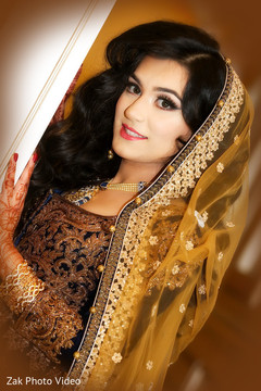 portrait,pakistani bride,pakistani bridal wear,pakistani wedding photography