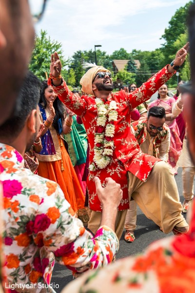 indian wedding procession,indian groom,baraat