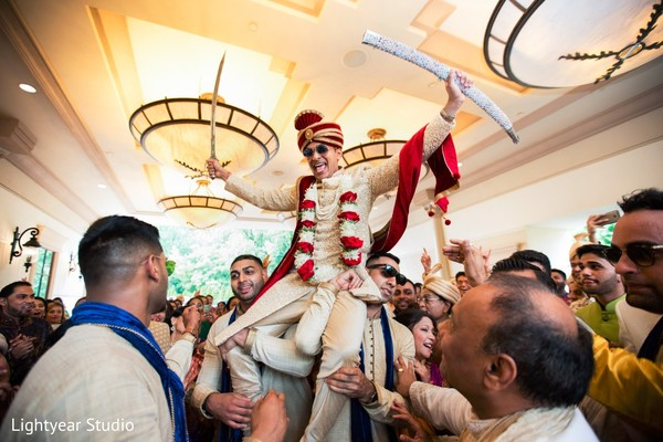 indian wedding photography,baraat,indian groom