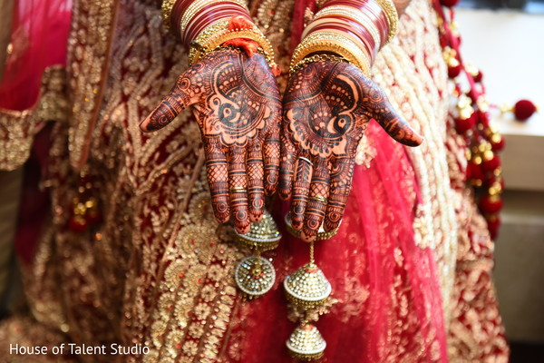 indian bridal mehndi art,indian bride fashion,bridal jewelry,bride bangles