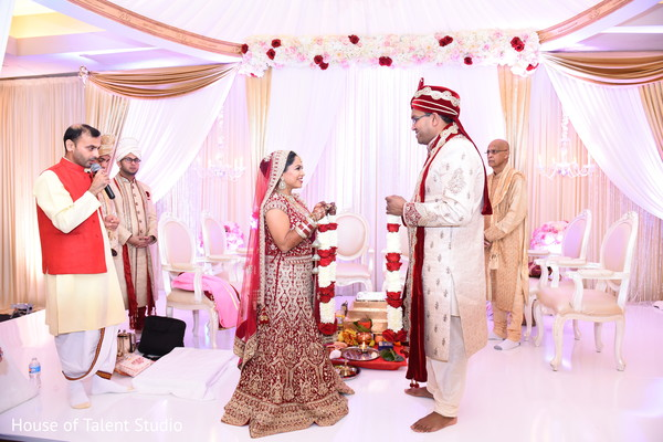 indian wedding ceremony,indian bride fashion,indian groom fashion,jai mala ceremony