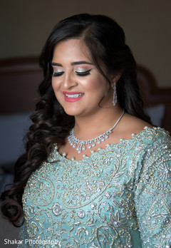 indian bride fashion,indian bride hair and makeup,bridal jewelry